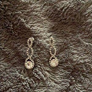 Jewelry - Twist drop diamond earrings